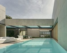 The Wall House is a private residence designed by Portugues studio Guedes Cruz Arquitectos. Patio house with a Mediterranean country culture Luxury Swimming Pools, Luxury Pools, Swimming Pool Designs, Patio Design, House Design, Moderne Pools, Casa Patio, Beautiful Pools, Pool Houses