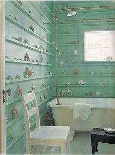 バスルームに飾る。  これだけで、海にいる気分になります。キャンドルをともして、ゆっくりバスタイムにお勧めの方法。
