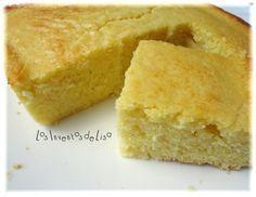 Ésta receta de bizcocho de maíz ( o pan de maíz)  me encanta,  queda mojadito y dulcesito,  tal como nos gusta.   Receta original de é...