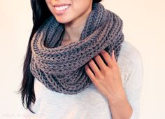 chunky knit infinity scarf ||| free pattern ||| easy beginner knitting project