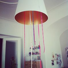 Tie ribbons to your shade during a party - more fun! http://hollymaus.blogspot.de