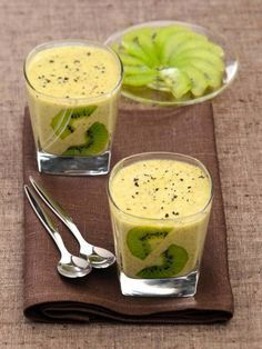 Kiwi mousse with vanilla - dessert - Raw Food Recipes Raw Food Recipes, Gourmet Recipes, Sweet Recipes, Dessert Recipes, Cooking Recipes, Healthy Recipes, Creme Dessert, Mousse Dessert, Kiwi Dessert