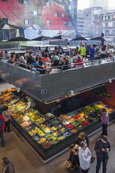 MVRDV'nin Rotterdam'daki üstü örtülü market projesi Markthal, birbirinden farklı iki mimari tipolojiyi kemer formunda bir binayla bir araya getiriyor.: