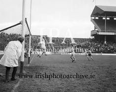 www.irishphotoarchive.ie, irishphotoarchive@gmail.com,Irish Historical images,ALL IRELAND SENIOR FOOTBALL FINAL 1972..DONEGAL V OFFALY ..24.09.1972  24th September 1972 Football Final, Croke Park, Historical Images, Donegal, Sports Art, Photo Archive, Dublin, Grass, Ireland