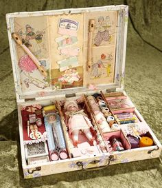"Sewing Toys Boxed Sewing Set ""La Broderie de Maitresse"" all-bisque doll and various sewing accessories Vintage Sewing Notions, Vintage Sewing Machines, Tiny Dolls, Old Dolls, Sewing Dolls, Sewing Box, Dollhouse Dolls, Miniature Dolls, Doll Display"