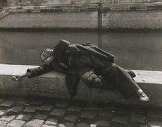 Izis (Israel Bidermanas) - Clochard by the Seine