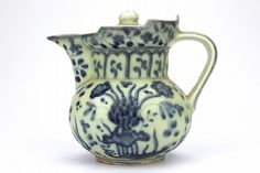 """Chinese rare Ming Dynasty blue and white Tea Pot A blue and white tea pot holder with lid - Dimension - 2 3/4"""" H x 3 3/8"""""""