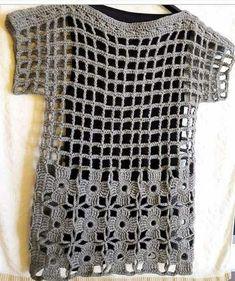 Most popular and Amazing Crochet Top Pattern Ideas of 2019 and 2020 - Page 38 of 55 Filet Crochet, Diy Crochet, Crochet Stitches, Crochet Patterns, Crochet Tops, Crochet Shirt, Crochet Jacket, Crochet Woman, Crochet Clothes