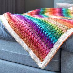 Ravelry: Big Larksfoot Rainbow Blanket pattern by Kirsten Ballering Crochet Gratis, Free Crochet, Crochet Ideas, Crochet Projects, Fresh To Go, Little Mac, Crab Stitch, Bond Girls, Manta Crochet