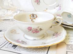 Hey, I found this really awesome Etsy listing at https://www.etsy.com/pt/listing/183932147/one-vintage-floral-tea-cup-vintage