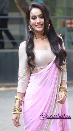 💕Follow me Alizeh khan jannat29 for more 💕 Indian Tv Actress, Beautiful Indian Actress, Pakistani Actress, Bollywood Designer Sarees, Bollywood Fashion, Simple Sarees, Stylish Sarees, Elegant Saree, Indian Beauty Saree