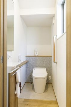 """女性目線の""""あったらいいな""""を叶える住まいMOTENA[瑞樹モデル] コーワの家写真集 注文住宅 石川県金沢市 Stairs, Decor, Under Stairs, House Design, Toilet, Interior, Natural Interior, Home Decor, Bathroom"""