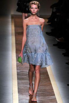 Valentino Spring 2012 Ready-to-Wear Fashion Show - Vika Falileeva (Women)