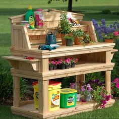 LOVE, LOVE, LOVE this gardening table! DIY Multi-Purpose Wooden Table   EASY DIY and CRAFTS.