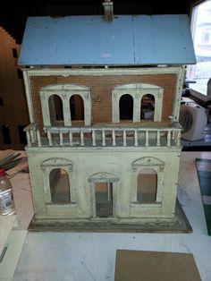 Lines - Box back Antique Dollhouse, Antique Dolls, Vintage Stuff, Doll Houses, Restoration, Miniatures, Antiques, Dioramas, Houses