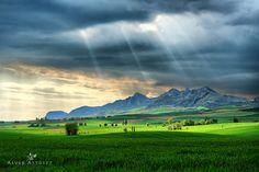 The green valley by Alvar Astúlez on 500px