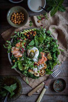 Kale salad with smoked trout, haloumi, chickpeas, chimichurri & tahini yogurt New Recipes, Salad Recipes, Cooking Recipes, Healthy Recipes, Seafood Recipes, Kale Salad, Food Inspiration, Food To Make, Bowls