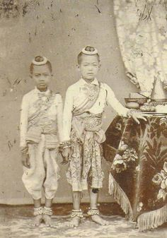 Royal children during King Mongkut (King Rama IV) - mid to late 1860s |  Siam, Thailand & Bangkok Old Photo Thread - Page 184 - TeakDoor.com - The Thailand Forum