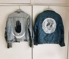 Pin by calista hope gantz on denim. Painted Denim Jacket, Painted Jeans, Painted Clothes, Diy Fashion, Ideias Fashion, Fashion Outfits, Diy Clothing, Custom Clothes, Kleidung Design