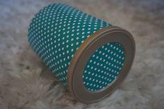 As caixas recicladas forradas a papel estão de volta!! :) Vão surgir com novas cores e novos papeis. A que hoje vos deixo é para quem gosta de bolinhas...