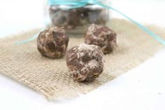 These Peanut Butter Brownie bites are a rich, creamy no-bake chocolate dessert that is also dairy free! These make a great low carb chocolate dessert, as well as a Trim Healthy Mama S Fuel! No Bake Chocolate Desserts, Chocolate Peanut Butter Brownies, Low Sugar Desserts, Sugar Free Chocolate Chips, Low Carb Chocolate, Dessert Recipes, Keto Desserts, Keto Snacks, Keto Foods