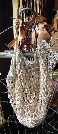 Note to self: Make #crochet #bag.  http://www.lionbrand.com/patterns/60551.html    http://www.sugarncream.com/pattern.php?PID=133