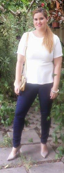 Minha musa: AMARELO: WALKING ON SUNSHINE  Bolsa amarela pra não ficar muito básica de calça skinny jeans e camiseta branca.