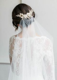 floral wedding hair comb and simple elegant veil