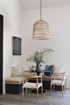 Friday Inspiration: Full of Life Design by Shannon Wilkins of Prairie / Architecture by Eric Olsen Design via Rue Mag Dining Room Inspiration, Home Decor Inspiration, Decor Ideas, Room Ideas, Decorating Ideas, Decorating Websites, Hallway Decorating, Entryway Decor, Küchen Design