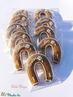 Szerencsemalac,szerencsepatkó,négylevelűlóhere ,szilveszterre,újévi bulira (anyecska) - Meska.hu Bangles, Bracelets, Happy New Year, Minden, Jewelry, Ideas, Decorated Cookies, Jewlery, Jewerly