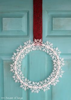 ۞ Welcoming Wreaths ۞ DIY home decor wreath ideas - Snowflake Wreath. This would look cute on the table also. Christmas Wreaths To Make, Christmas Door Decorations, Noel Christmas, Winter Christmas, Xmas, Christmas Ornaments, Winter Wreaths, Christmas Yard, Christmas Ideas