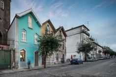 El chalé de las tres esquinas / Tiago do Vale Arquitectos (Sé, Portugal) #architecture