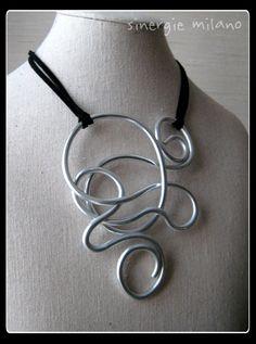 Guarda questo articolo nel mio negozio Etsy https://www.etsy.com/it/listing/263794080/collana-alluminio-argentato-mod-dali-2