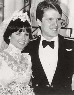Ice Figure Skating Olympic Gold Medal winner Dorothy Hamill and singer/actor Dean Paul Martin were married 1982-1984.