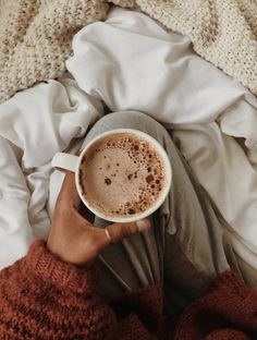 dusk to dawn Coffee Girl, Coffee Love, Coffee Break, Morning Coffee, Coffee Photos, Coffee Pictures, Coffee Shop Aesthetic, Coffee Photography, Autumn Photography