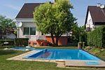 Ein Ferienhaus mit Pool am Plattensee wird unvergesslich bleiben. Genießen Sie die Ruhe nach ausgedehnten Ausflügen rund um den Balaton mit einem kühlen Drink.