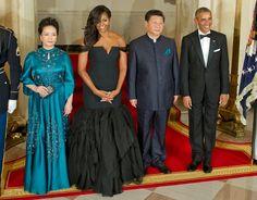 Ist es eine Meerjungfrau? Nein, es ist Michelle Obama in einem schwarzen...