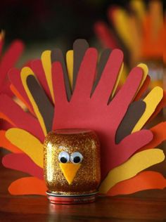 Hand-Marked Glitter Turkey – Best Easy Thanksgiving Cool Kid Craft thanksgiving diy crafts for kids - Kids Crafts Thanksgiving Arts And Crafts, Fall Crafts For Kids, Holiday Crafts, Kids Crafts, Kids Diy, Thanksgiving Decorations, Craft Projects, Thanksgiving Turkey, Project Ideas