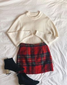 Christmas outfit, fashion, flatlay, winter Outfits 2019 Outfits casual Outfits for moms Outfits for school Outfits for teen girls Outfits for work Outfits with hats Outfits women Fall Winter Outfits, Autumn Winter Fashion, Dress Winter, Winter Boots, Winter School Outfits, Mini Skirt Outfit Winter, Winter Tights, Summer Boots, Winter Skirt