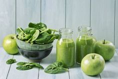 9 Best Green Smoothie Books For Fat Loss & Natural Energy; Green smoothie with spinach and apples Detox Diet Drinks, Detox Juice Cleanse, Detox Juice Recipes, Natural Detox Drinks, Smoothie Recipes, Detox Juices, Cleanse Recipes, Smoothie Cleanse, Detox Verde