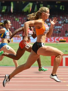 """Dafne Schippers- I LOVE DAFNE'S Tagline! """"I like to run. Preferably faster than anyone else on the planet and field track athletes Dafne Schippers, Sixpack Workout, Model Training, Training Equipment, Beautiful Athletes, Poses References, Sporty Girls, Action Poses, Sports Stars"""
