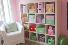 Match all your storage bins to the room color for an organized but fun look.  #storagebin #organization #toyshelf #playroom