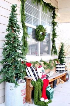 3 Awesome Winter Porch Decors to Copy - Looking for ways to decorate your porch in winter? Here are some ideas of winter porch decor to help you. Copy the ideas and get the new look of your porch. Farmhouse Christmas Decor, Outdoor Christmas Decorations, Country Christmas, Primitive Christmas, Table Decorations, Cozy Christmas, Blue Christmas, Christmas Trees, Christmas Mantles