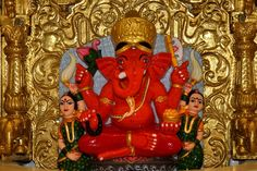 Shree Siddhivinayak Temple is a sight of both archeological and historical importance in India. Siddhivinayak refers to Lord Ganesha who grants wishes. Ganesh Lord, Lord Krishna, Lord Shiva, Ganesha Pictures, Ganesh Images, Ganesha Painting, Ganesha Art, Eco Friendly Ganesha, Ganesh Idol