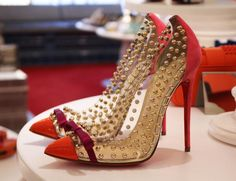 We have spotted the ultimate show-stopper stilettos… What do you think of these #ChristianLouboutin heels?
