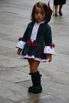 Ana Pompones,La Tienda Little Girl Outfits, Kids Outfits, Cute Outfits, Baby Girl Fashion, Kids Fashion, Baby Girl Skirts, Baby Dress Design, Sewing Kids Clothes, Kids Wear
