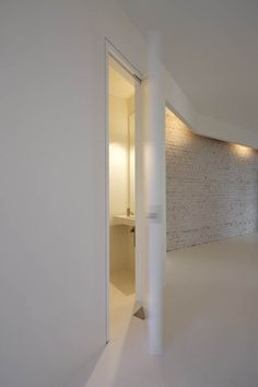 Berlin apartments by Dagmar Reinhardt and Alexander Jung. Nice hidden moulding lighting detail