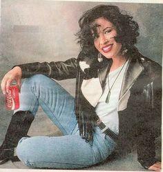 Rare pics of Selena Quintania. Photographer is unknown. Selena Quintanilla Perez, Selena And Chris, Selena Selena, Selena Pictures, Divas, Poses, Aaliyah, Role Models, My Idol