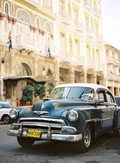 O aluguel de carros para casamento, principalmente os antigos, está em alta. Perfeito para um casamento vintage!