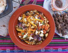 Deze heerlijke couscous salade met gegrilde groenten, feta & kikkererwten is alvast een voorproefje op de lente